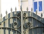 κάκγελα σιδήρου σε πόρτα